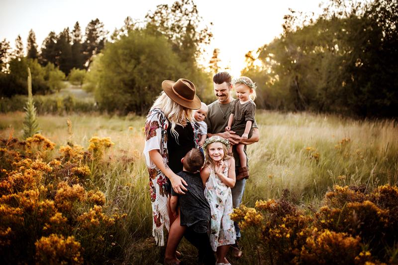 Spokane Maternity Photographer, pregnant woman standing next to her family