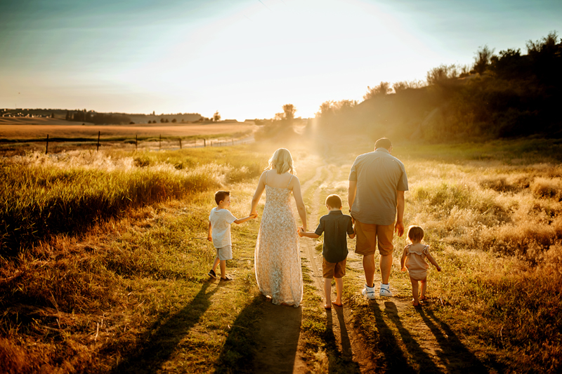 Spokane Family Photographer, family holding hands and walking down a dirt pathway
